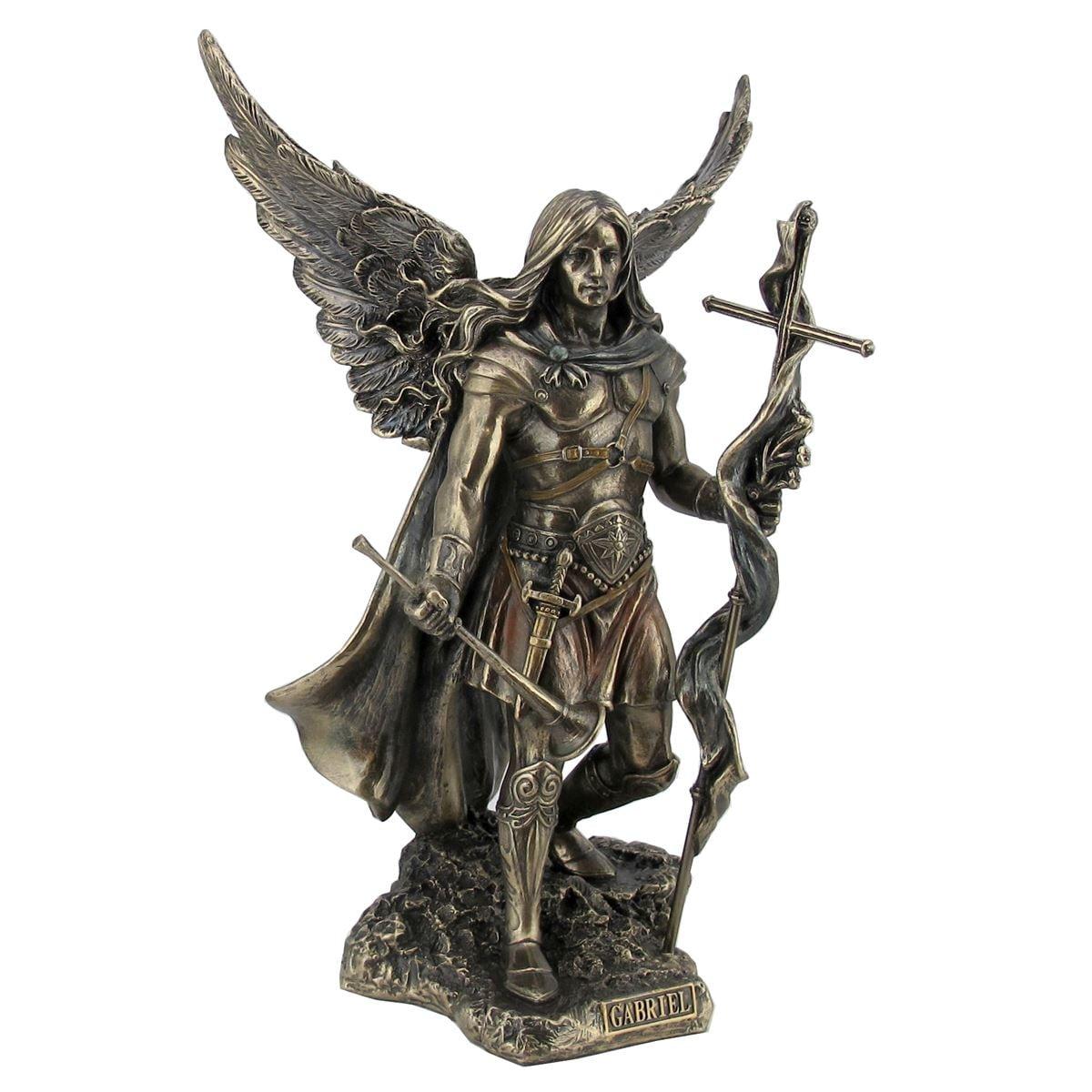 Arcángel Gabriel con cruz y trompeta