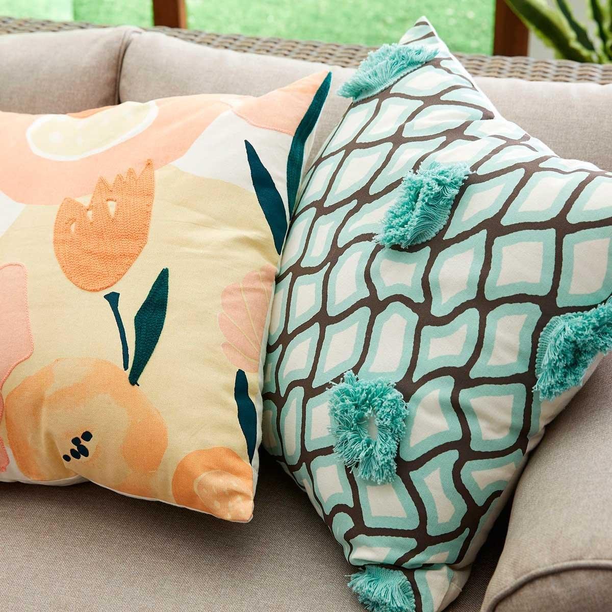 Cojín Embroidered Modern Floral Blush  Pier 1 Imports