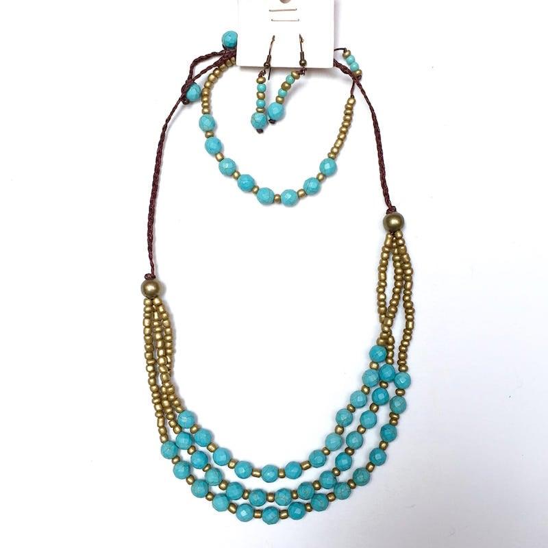 Collar Hecho A Mano De Howlita Azul y Chakira Dorada
