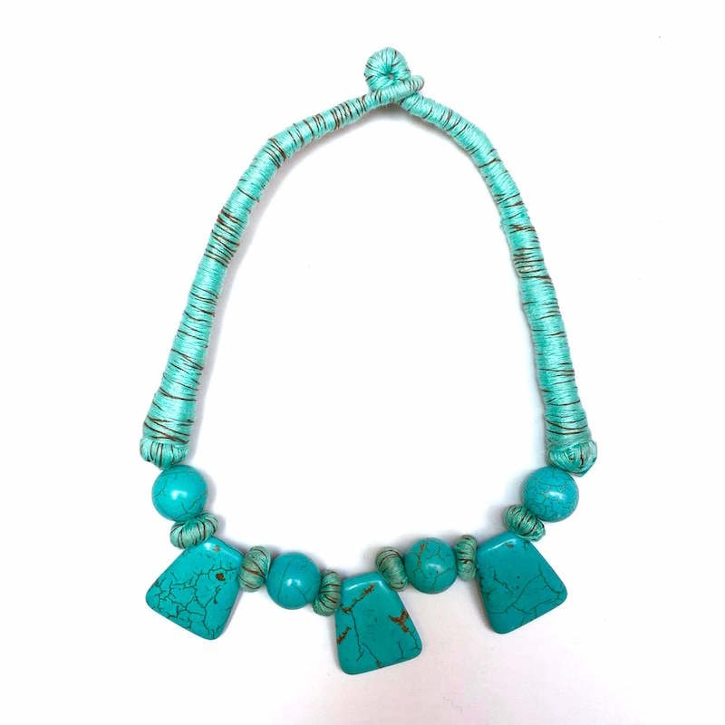 Collar Artesanal De Howlita Azul Turquesa
