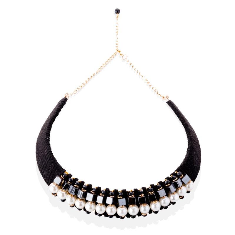 Gargantilla Rígida Negra con Perlas, elaborado a mano de forma artesanal, Gabriela Nuñez Diseñadora Mexicana