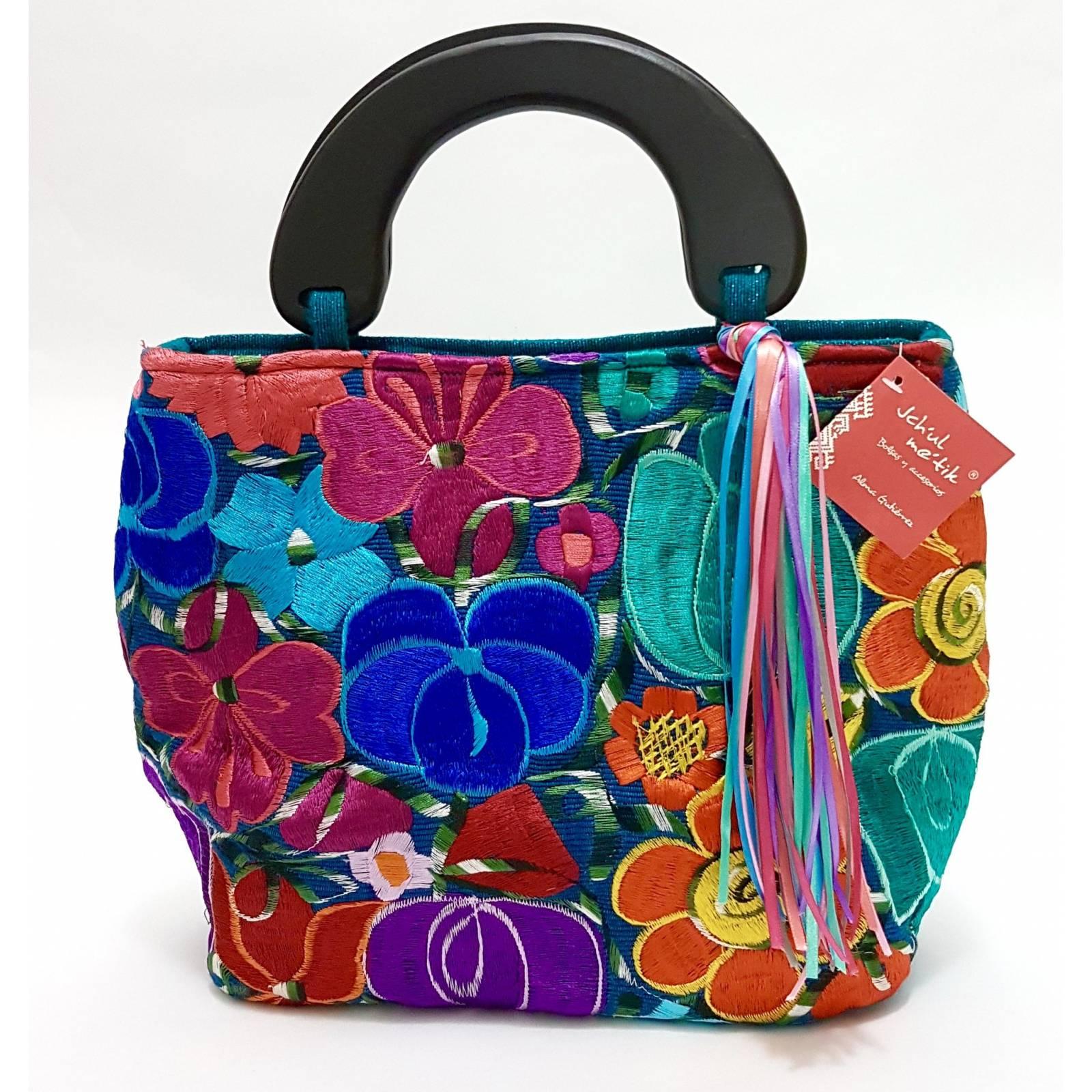 Bolsa De Diseñadora Mexicana Con Bordado Artesanal Chiapanenco Jchul metik Modelo Luna Flores 1