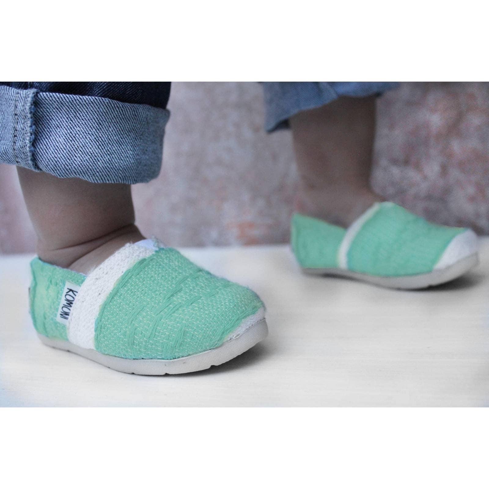 Zapato Alpargata Mini Jacinta Artesanal Tela Infantil Verde Komoni Talla: 12