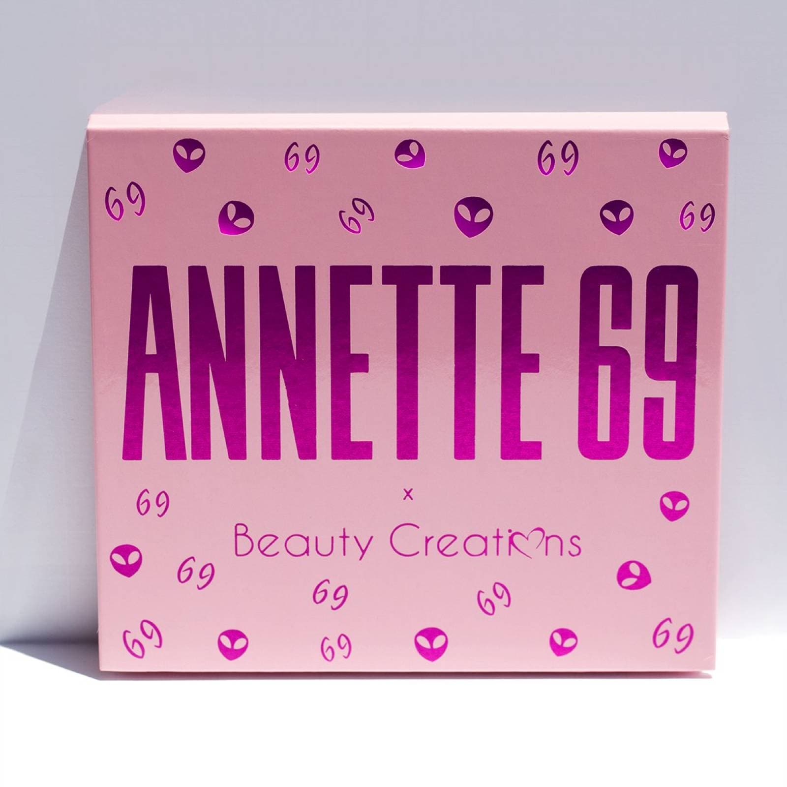 Kit Sombras Annette 69 e iluminador x Beauty Creations